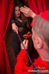 Maitresse angelik au boudoir avec un cardinal defroque 04