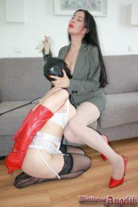 Maitresse angelik domine une soumise 02